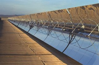 SEGS_solar_collector_assembly_at_Kramer_Junction