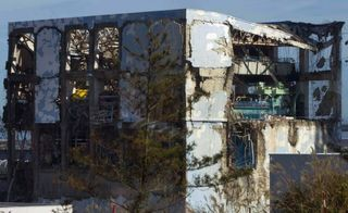 Fukushima Daiichi Nuclear First Photogaphs by Journalists BBC Nov 2011