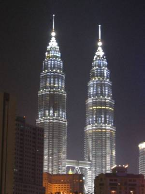 Petronas_towers_at_night_1